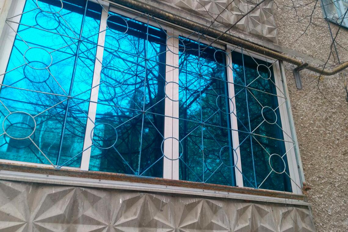 Тонирование балкона солнцезащитной синей пленкой в Екатеринбурге ООО Уралтехпром