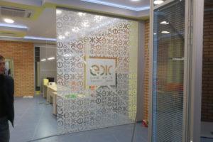 Декоративное оклеивание пленкой стеклянных перегородок в Екатеринбурге ООО Уралтехпром