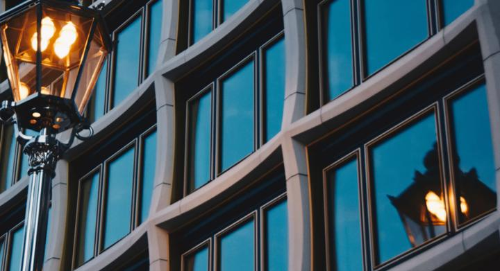 Цена тонирования балконных окон
