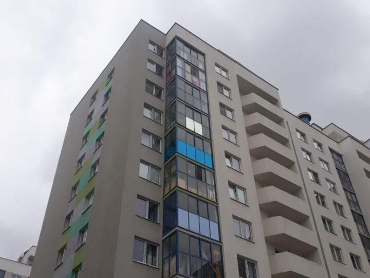 Тонирование зеркальной пленкой балкона